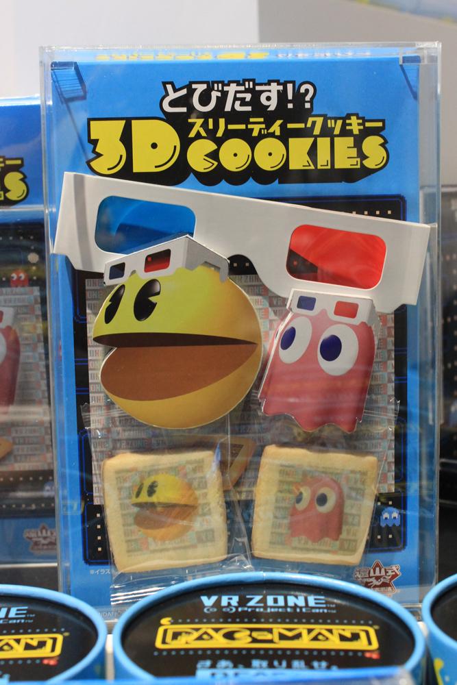 とびだす3Dメガネが懐かしい! パッケージやお菓子が飛び出して見える。