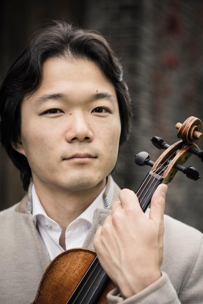 ヴァイオリンの俊英、佐藤俊介  (C)Yat Ho Tsang