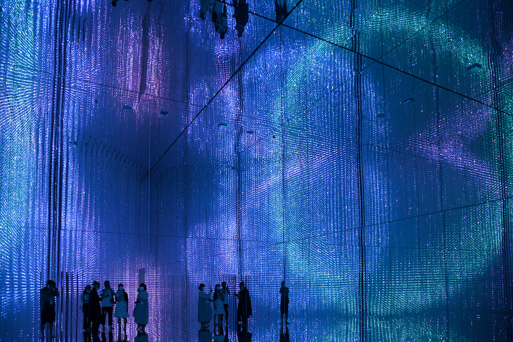 The Infinite Crystal Universe teamLab, 2018, Interactive Installation of Light Sculpture, LED, Endless, Sound: teamLab