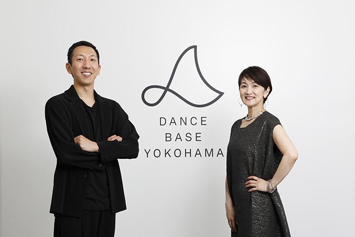 (右から)唐津絵理 小㞍健太 (C)Takayuki Abe 提供:Dance Base Yokohama