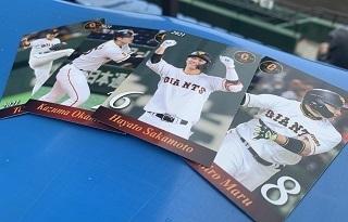 小学生以下の入場者全員に、読売ジャイアンツの選手のベースボールカードをプレゼント