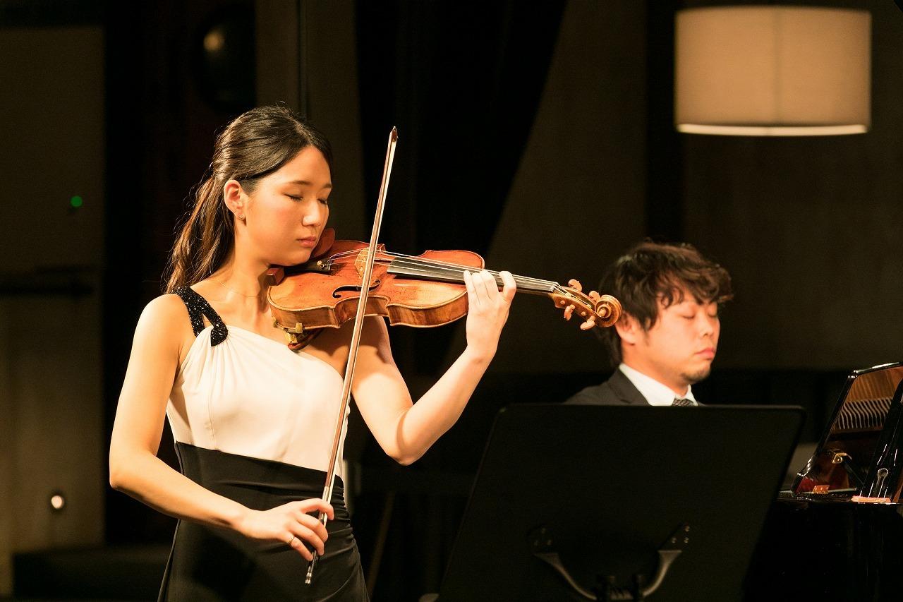 鈴木愛理(ヴァイオリン)、吉武優(ピアノ)