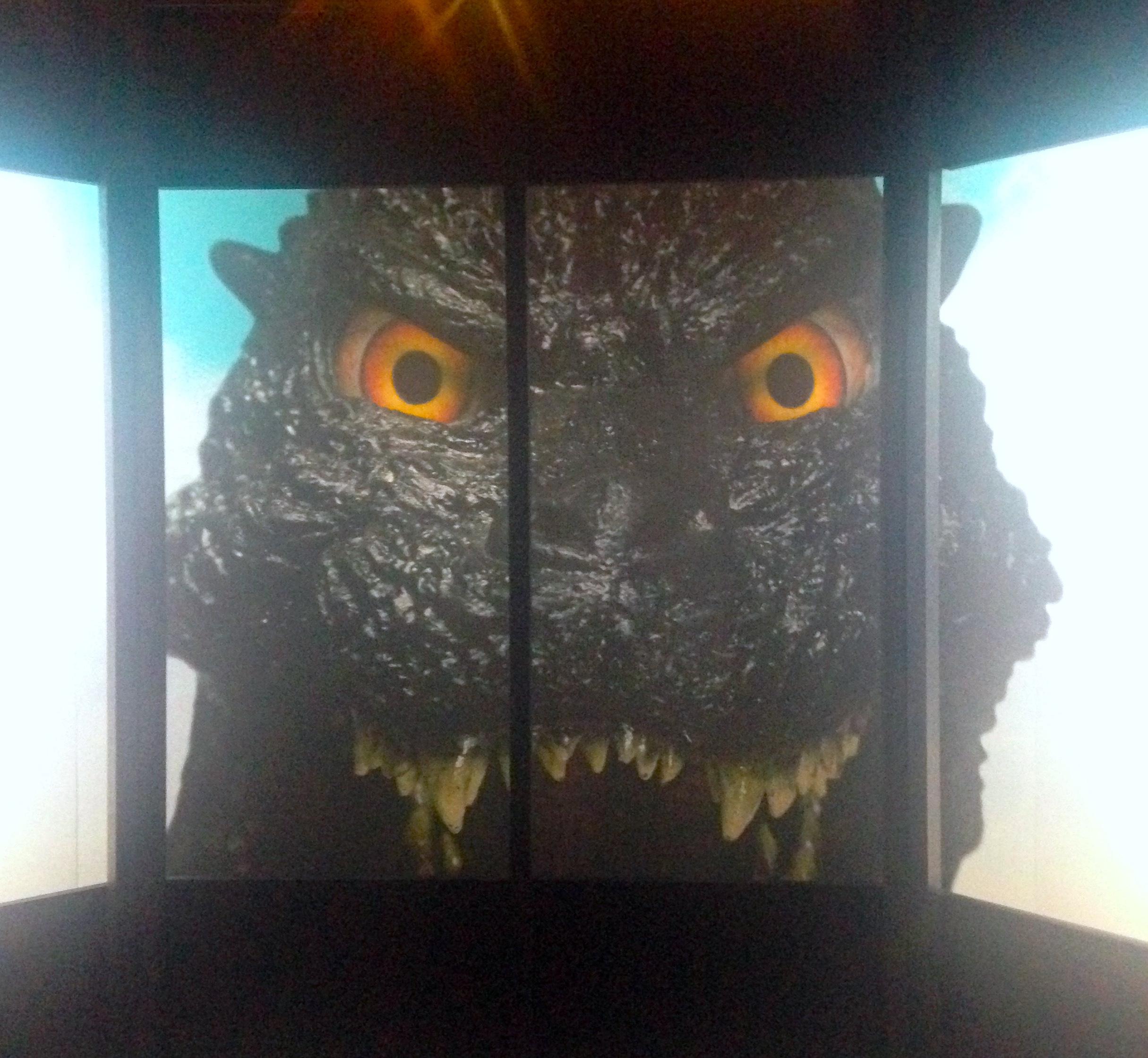 ビルからゴジラと目が合っちゃうシーンを再現した展示 (c)girls Artalk