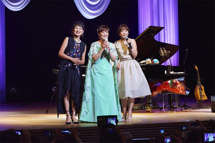 (左から)国府弘子、岩崎宏美、岩崎良美