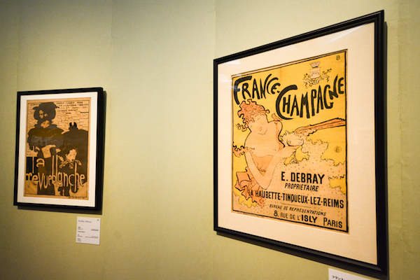 手前/ピエール・ボナール《フランス=シャンパーニュ》 1891年 多色刷りリトグラフ 川崎市市民ミュージアム