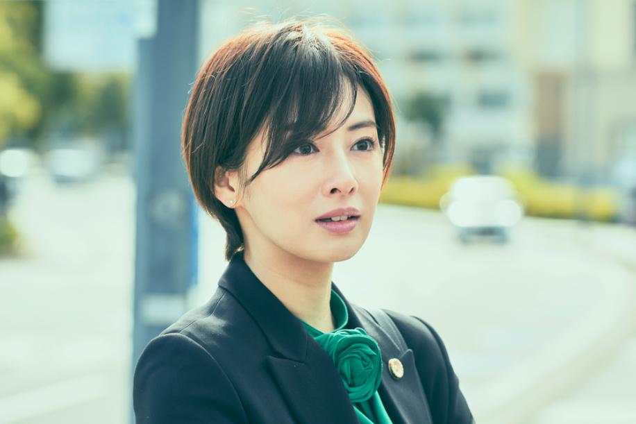 北川景子 (C)2021映画「さんかく窓の外側は夜」製作委員会 (C)Tomoko Yamashita/libre