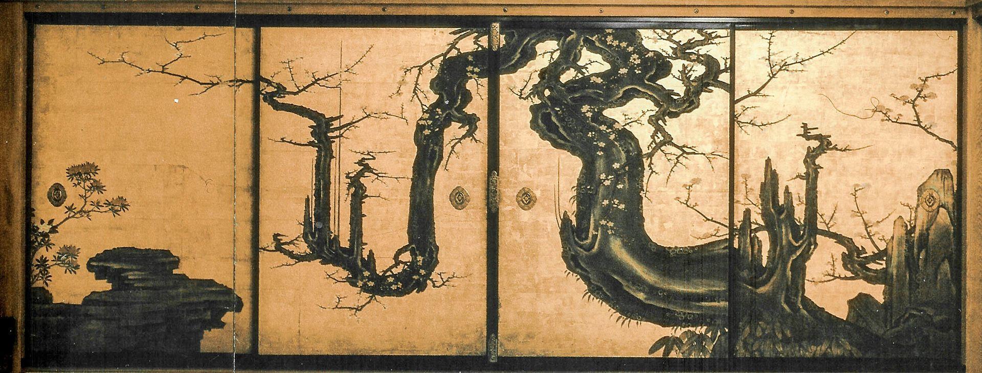 『老梅図襖絵』四面 狩野山雪作  1647年 メトロポリタン美術館蔵 出典=ウィキメディア・コモンズ (Wikimedia Commons)