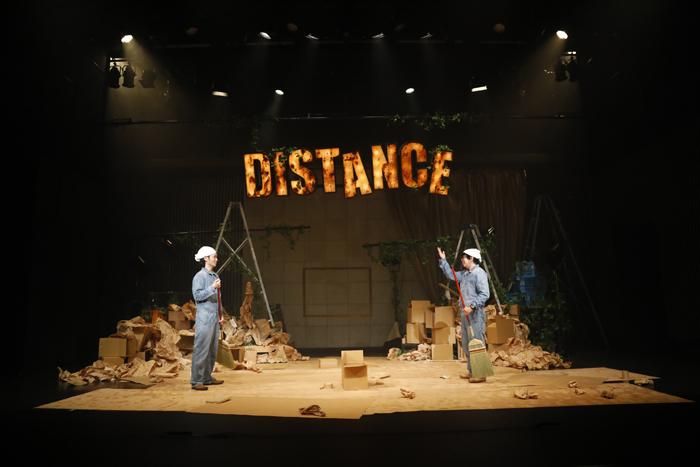 本多劇場グループnext「DISTANCE-TOUR-」北九州公演 舞台写真より