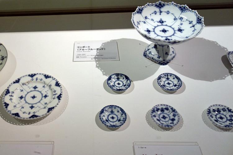 左より 皿(ブルーフルーテッド)、バターパット(ブルーフルーテッド)、コンポート(ブルーフルーテッド) いずれもロイヤル コペンハーゲン