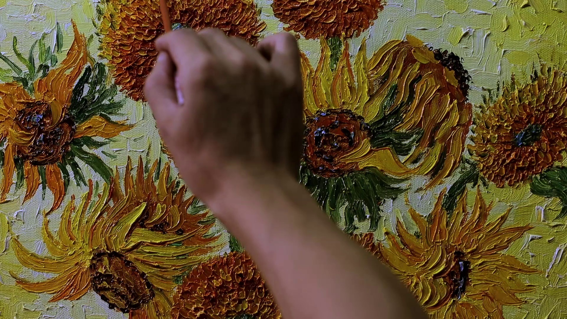 シャオヨン氏制作ゴッホ複製画『ひまわり(15本のひまわり)』 ※東京・新宿シネマカリテに展示 (C) Century Image Media (China)