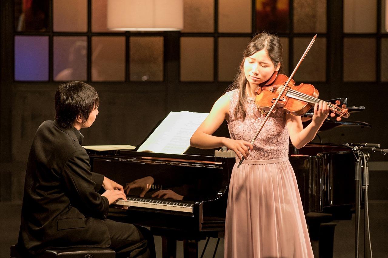 阪田知樹(ピアノ)、鈴木愛理(ヴァイオリン) (撮影=原地達浩)
