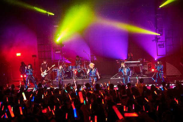 "「JAM Project JAPAN TOUR 2017~2018 ""TOKYO DIVE""」初日公演の様子。(写真提供:ランティス)"