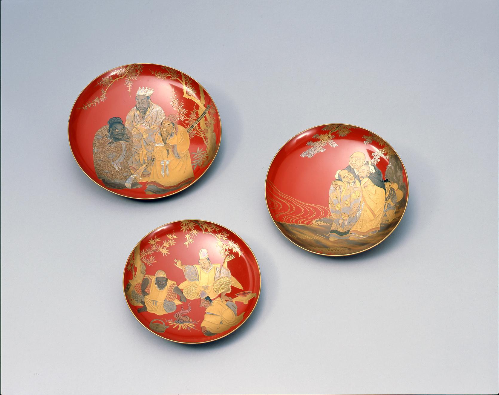 「人物蒔絵三つ組盃」 江戸時代(18~19世紀) 静嘉堂文庫美術館蔵 前期展示