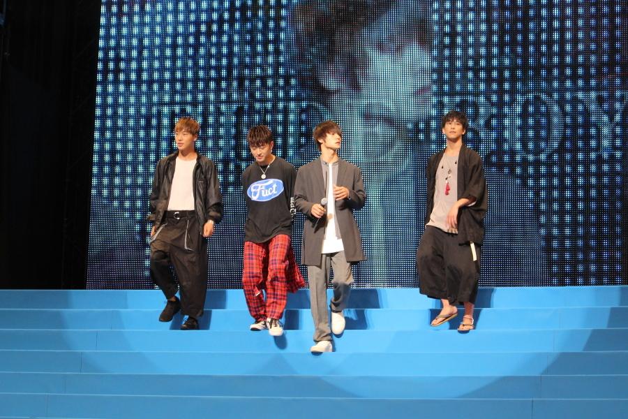 【RUDE BOYS】(左から)ZEN、佐野玲於、窪田正孝、佐野岳 窪田:おつでーす。よろしくお願いします。