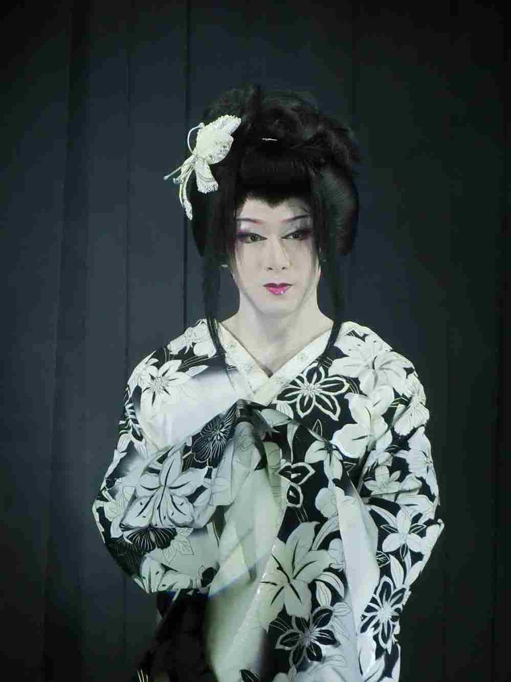 大川良太郎座長・女形