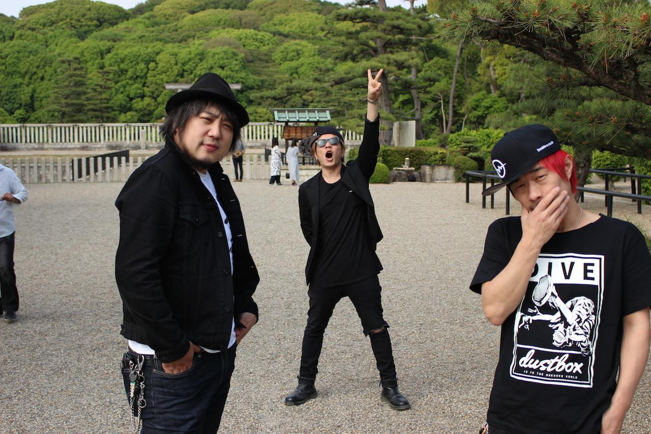 左から、TSUNEHIKO KAJITA、TANNY、U-tan