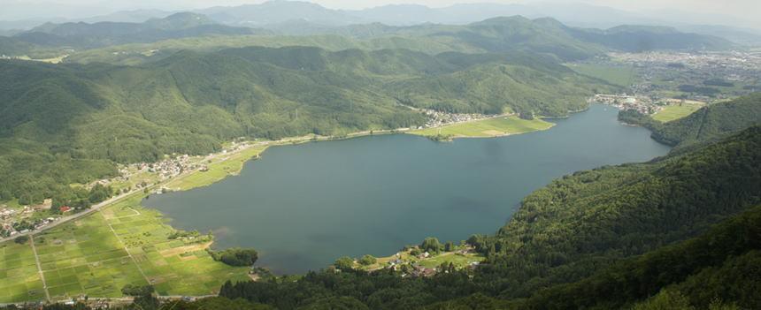 会場の中心となる木崎湖