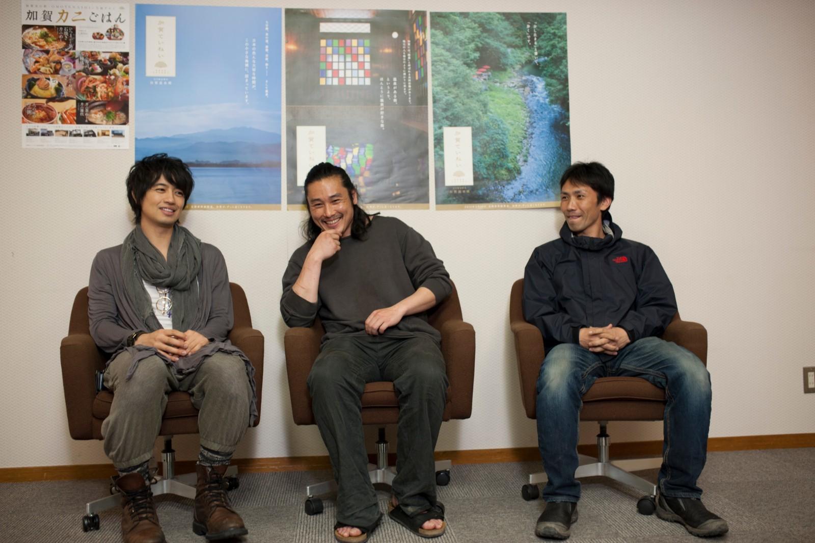 左から、斎藤工、坂口拓(TAK∴)、下村勇二監督