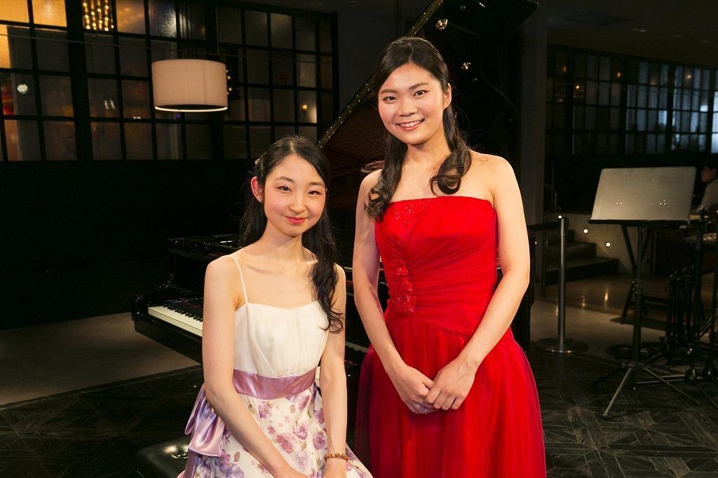 (左から)須関裕子、土岐祐奈