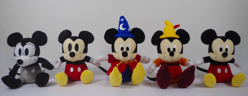 ぬいぐるみ(左から、Plane Crazy/Vintage Style/Fantasia/ Fun and Fancy Free/Modern Style) 各 ¥1,620(税込み) (C)Disney
