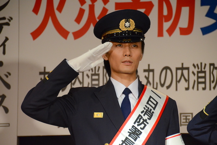 1日消防署長に就任した加藤和樹