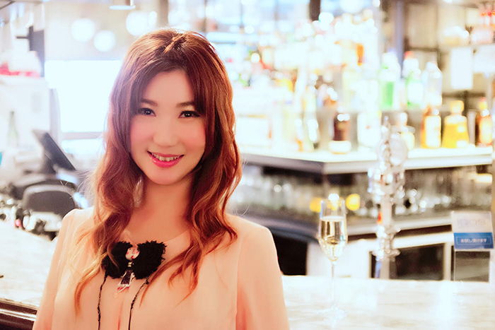 Yumi (撮影:大野要介 撮影協力:eplus LIVING ROOM CAFE&DINING)