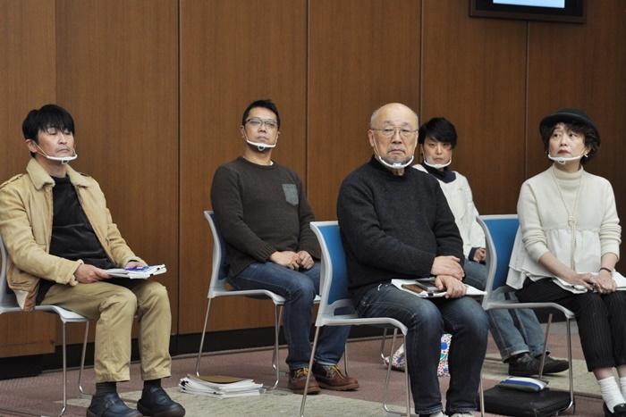 戯曲賞選考委員。(左から)佃典彦、土田英生、佐藤信、樋口ミユ、鈴木裕美。