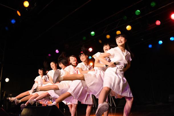 アイドルネッサンス 1stツアー「君の街まで訪ねるネッサンス!!」東京・新宿BLAZE公演の様子。