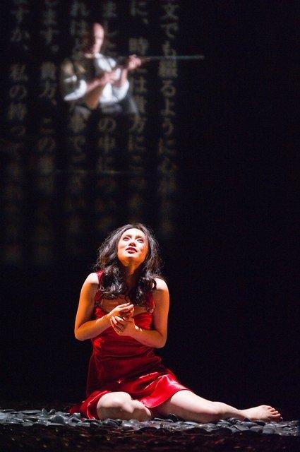 撮影:阿部章仁(2011年時舞台写真)