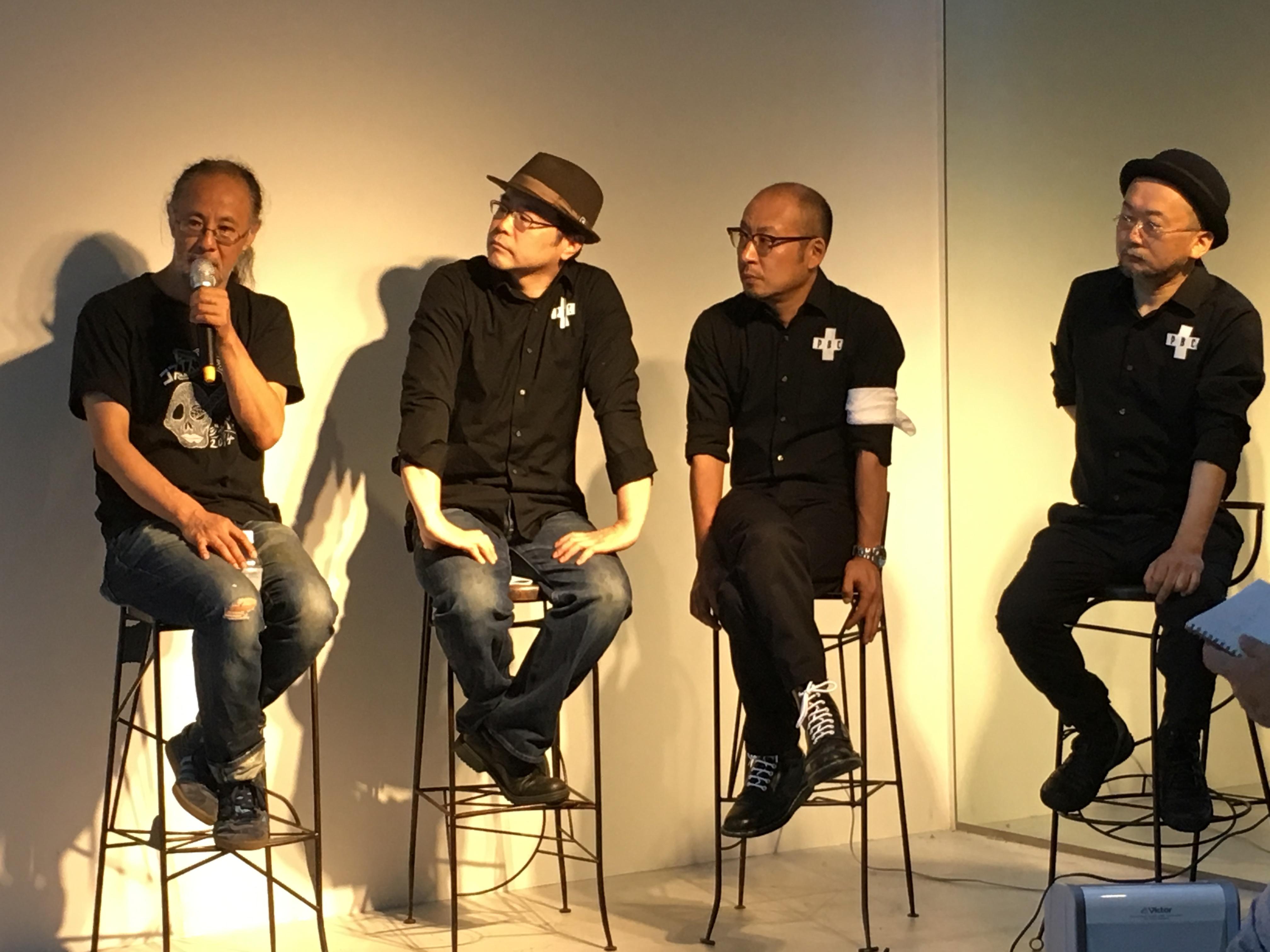 根本敬とPBCのメンバー(左から市川平、松蔭浩之、谷崎テトラ)