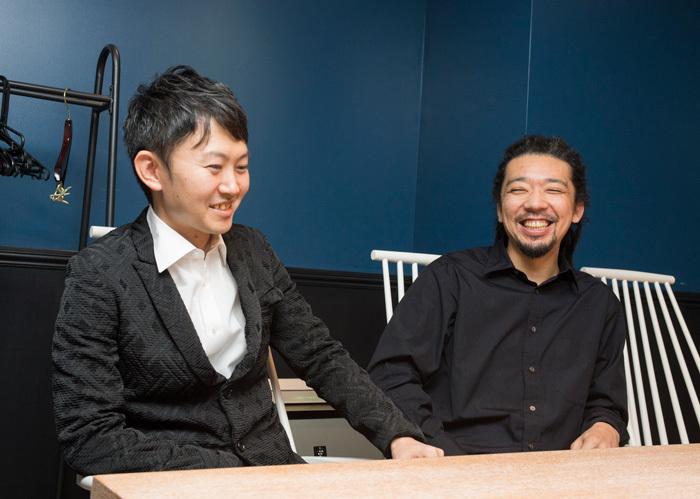 左より、 村治奏一(Gt),松田弦(Gt) 撮影:平田貴章