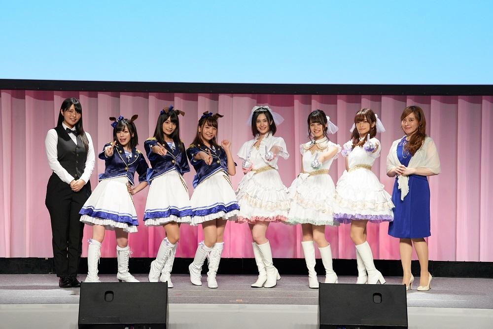 左からMCの大坪由佳、制服とウマ耳の3人は「ウマ娘」チーム。左からMachico、高野麻里佳、和氣あず未。白いドレスは「プリコネ」チーム。中央左からM・A・O、伊藤美来、立花理香。いちばん右はMCの松嵜 麗 。