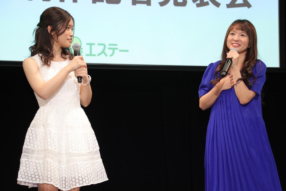 (左から)美山加恋、さくらまや