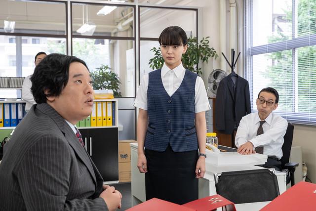「これは経費で落ちません!」第3話「逃げる男の巻」のワンシーン。(写真提供:NHK)