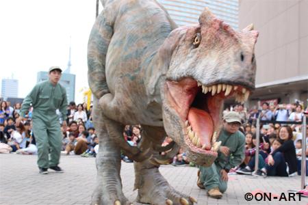 自立2足歩行恐竜によるライブショー「DINO-A-LIVE 超恐竜体験」 (c)ON-ART
