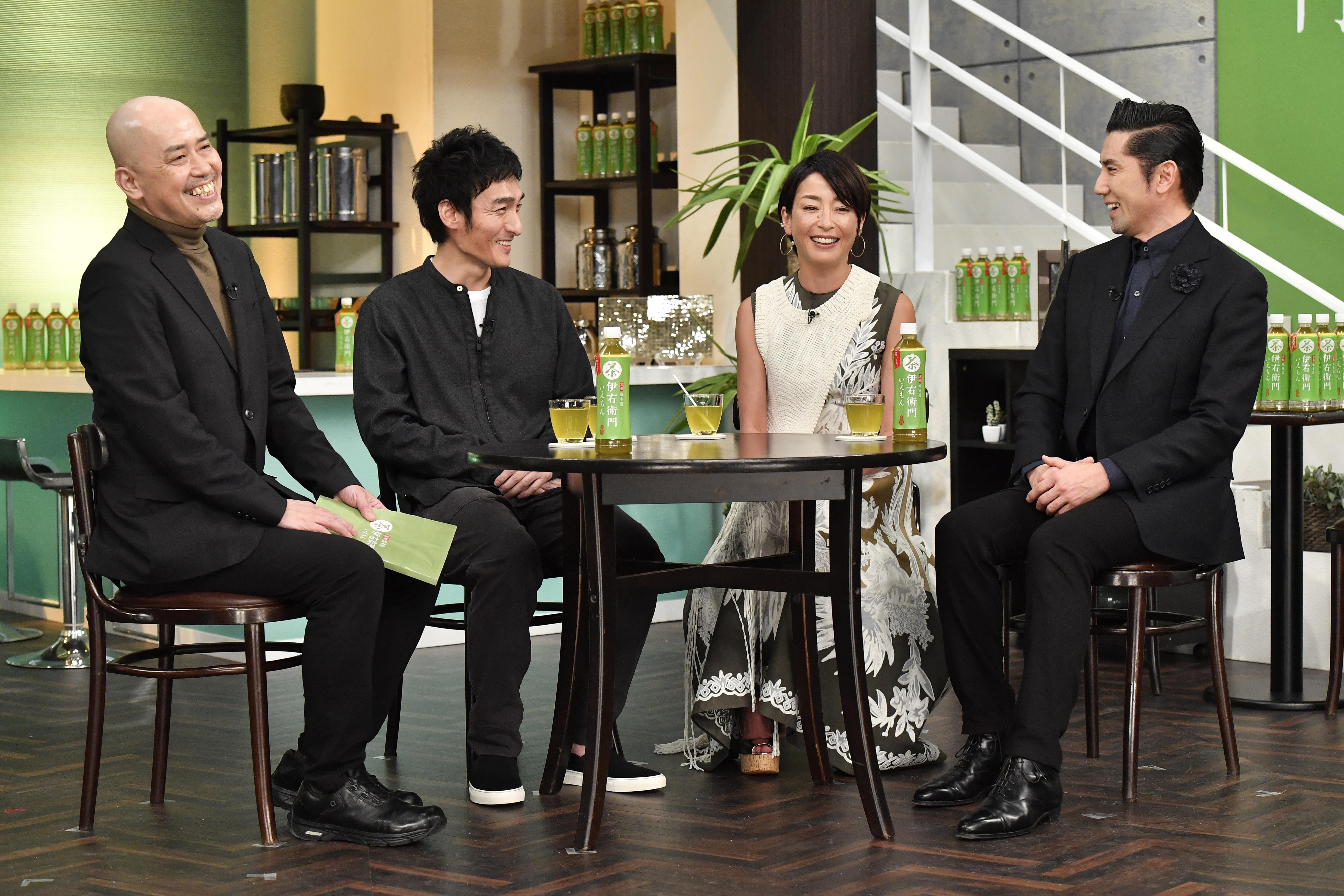 左から、中島信也監督、草彅剛、宮沢りえ、本木雅弘