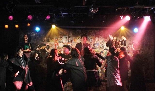 石原正一ショー『ハリー・ポタ子』(2011年)。『ハリー・ポッター』をベースに様々な魔女っ子キャラが登場した。