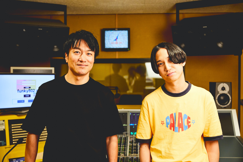 飯室大吾(FM802 DJ)× はっとり(マカロニえんぴつ) 撮影=渡邉一生