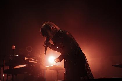 ReoNa 21歳のステージで見た「回る地球で出会えたお歌」に込めた愛 ライブレポート