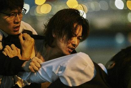 """やさぐれた佐藤健の目力に「吸い込まれそうだ」 白石和彌監督『ひとよ』から""""壊れた家族""""の姿を切り取った場面写真を公開"""