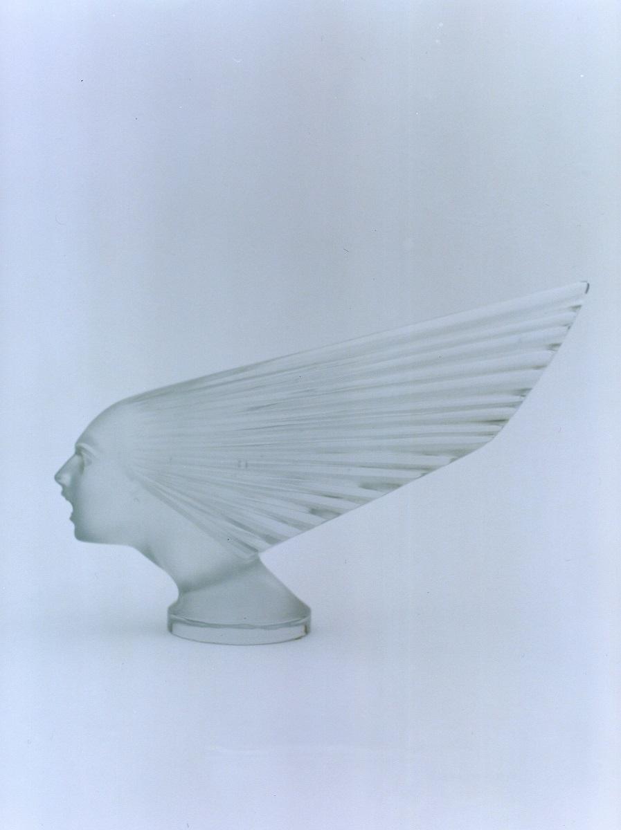 カーマスコット《勝利の女神》1928年 透明ガラス、プレス成形、サチネ