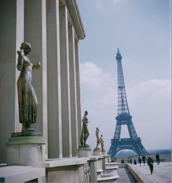 清川泰次撮影(パリにて)1954年 世田谷美術館蔵