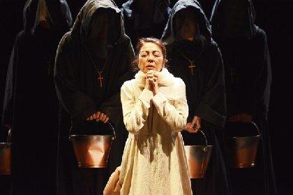 2014年度の各演劇賞を受賞した衝撃作『炎 アンサンディ』が麻実れい、岡本健一らにより再演へ