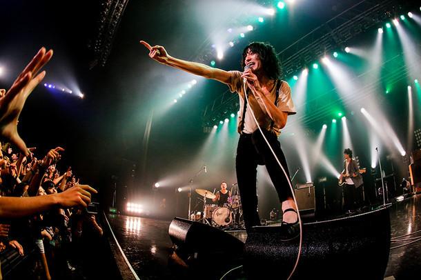 """ドレスコーズ「Tour 2015 """"Don't Trust Ryohei Shima"""" JAPAN TOUR」東京・Zepp DiverCity TOKYO公演の様子。(Photo by HAJIME KAMIIISAKA)"""