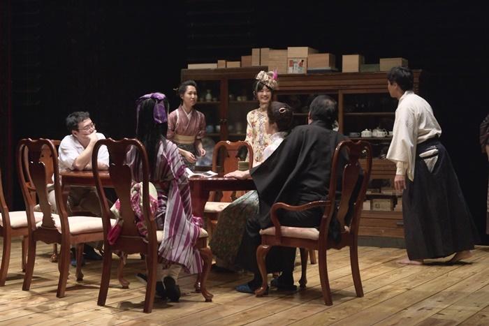 青年団『ソウル市民』(2006年再演より) ©青木司