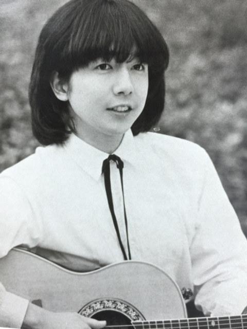 世之介師匠のブログより。二つ目時代に、東芝EMIからレコードデビュー、日本コロムビアにも所属し、フォークのシンガーソングライターとしても活動していた。 ©2018 King Production Co.Ltd.