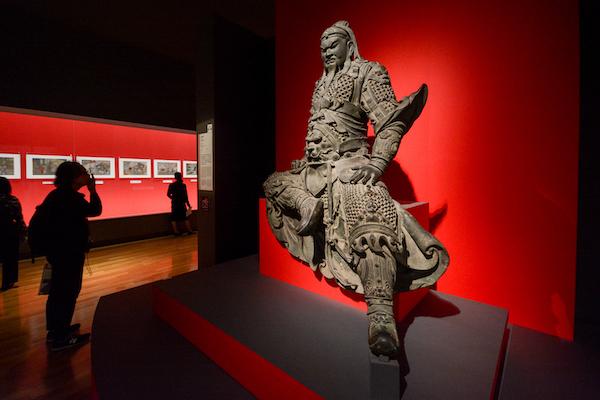 《関羽像(かんうぞう)》 明時代・15〜16世紀 新郷市博物館蔵
