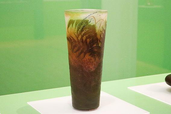 《羊歯文花瓶》(1895~1900年、北澤美術館)