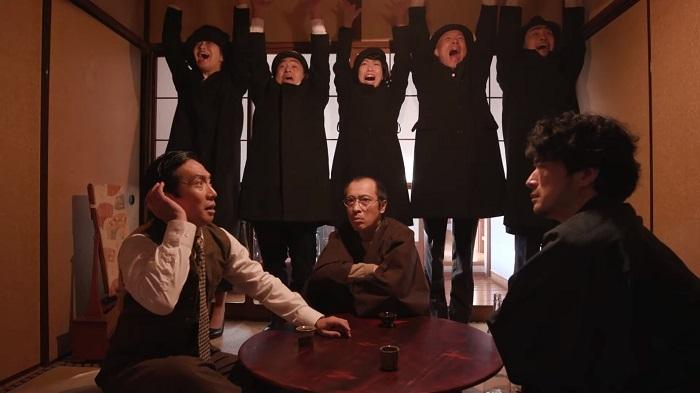 映像のワンシーン 『空想部落』(劇団 山の手事情社)