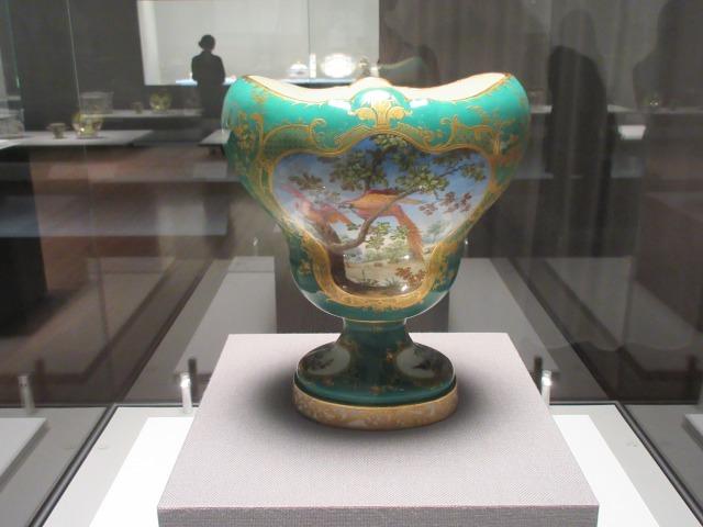 ポプリ壺「エベール」 器形:ジャン=クロード・デュプレシ 装飾:ジャン=ジャック・バシュリエに基づく 1757年